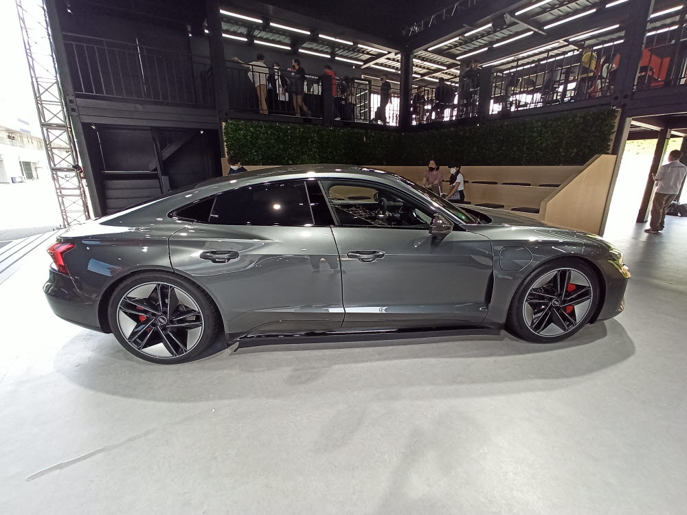 아우디 RS e-트론 GT 측면