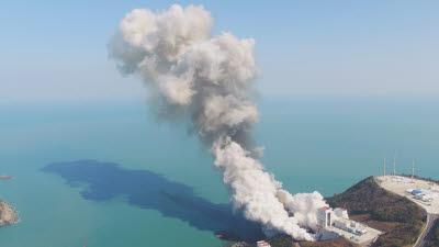 발사체 고체연료·액체연료 무엇이 다른가?