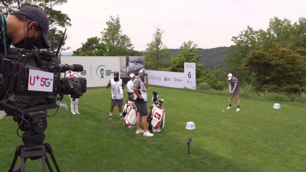 충북 음성군에 있는 골프장 레인보우힐스CC의 시그니처홀인 6번홀(Par3홀)에서 국내 최초로 5G 28㎓ 네트워크를 통해 골프대회를 중계하는 모습