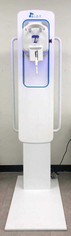 바이오트코리아가 개발한 비대면 호흡기 바이러스 검체채취로봇.