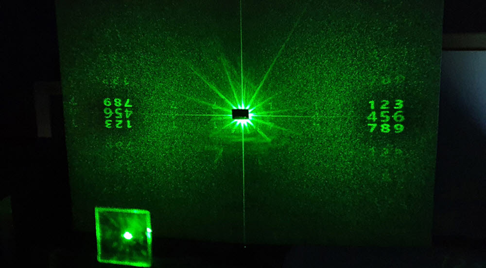 벡토리얼 홀로그램 이미지 생성 사진. 각 숫자 이미지는 독특한 편광 상태를 지니고 있어서, 추가적인 광학 장치를 통해 선별적인 정보를 획득할 수 있다.