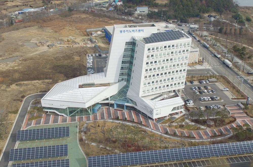 광주연구개발특구본부가 입주해 있는 광주이노비즈센터 전경.
