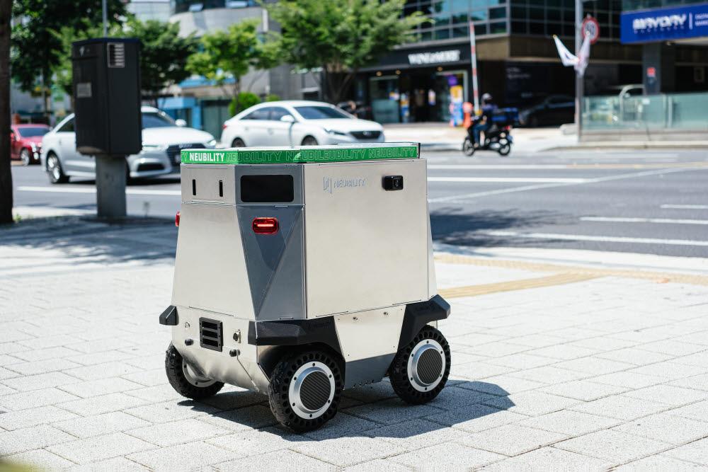 뉴빌리티의 자율주행 배달 로봇 뉴비 모습.