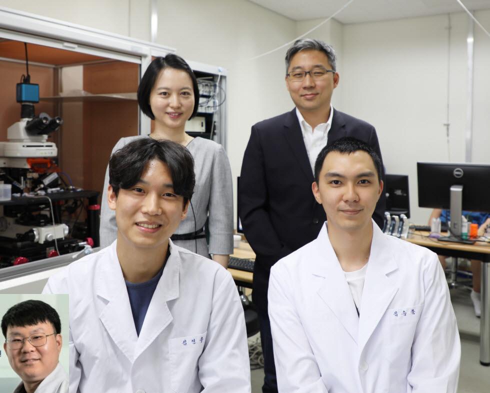 뇌 신경회로 내 억제성 시냅스 신경전달을 조절해 불안장애를 교정할 수 있는 신규 후보표적을 발견한 DGIST 연구팀. 뒷줄 왼쪽이 엄지원 교수, 오른쪽이 고재원 교수.