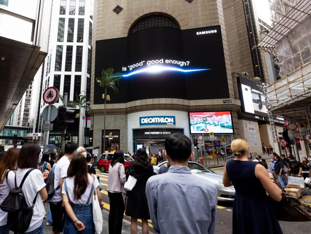 삼성전자가 다음 달 11일 삼성 갤럭시 언팩 2021 행사를 앞두고 세계 주요 랜드마크에서 옥외광고를 진행한다. 홍콩 센트럴에 위치한 엔터테인먼트 빌딩의 옥외광고