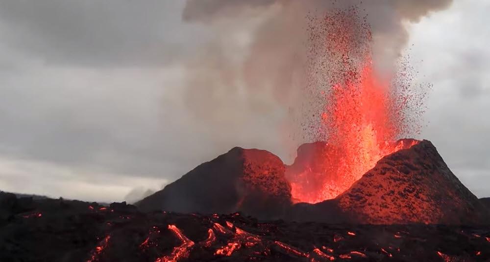한화테크윈 CCTV로 촬영한 아이슬란드 레이캬비크 화산 분출 장면. 한화테크윈 제공
