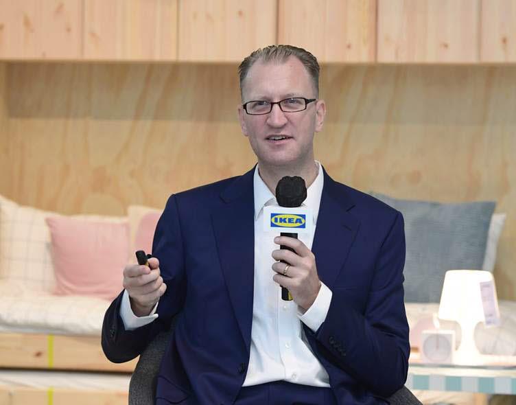 26일 진행된 이케아 온라인 기자간담회에서 프레드릭 요한손 이케아 코리아 대표가 지난 회계연도 실적과 2022 회계연도 신규 캠페인을 설명하고 있다.