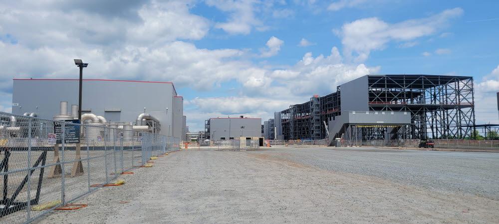 SK이노베이션 미국 조지아주 공장 전경. 왼쪽이 1공장, 오른쪽이 현재 건설 중인 2공장이다.