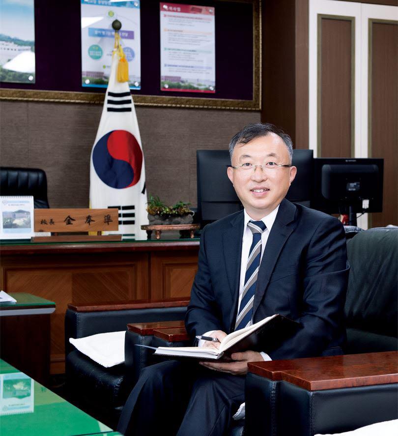 김봉준 학교장