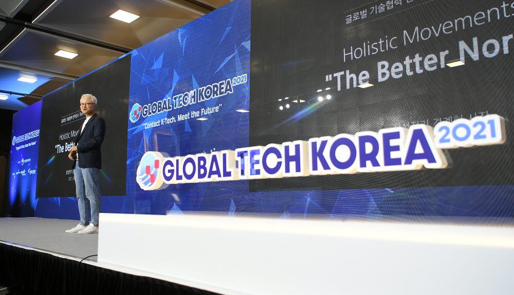 '글로벌 테크 코리아 2021' 기조연설하는 경계현 사장