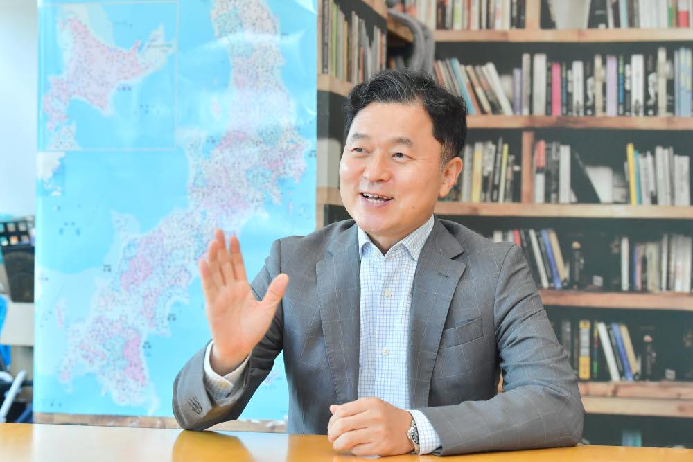 """[데스크가 만났습니다]황도연 오비고 대표 """"세계 스마트카 서비스 생태계 리더로"""""""