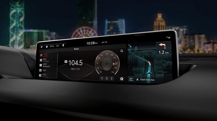 차량용 인포테인먼트 기능을 갖춘 디스플레이.
