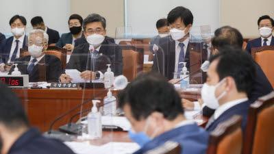 넷플릭스 드라마 D.P. 관련 질문에 답하는 서욱 장관