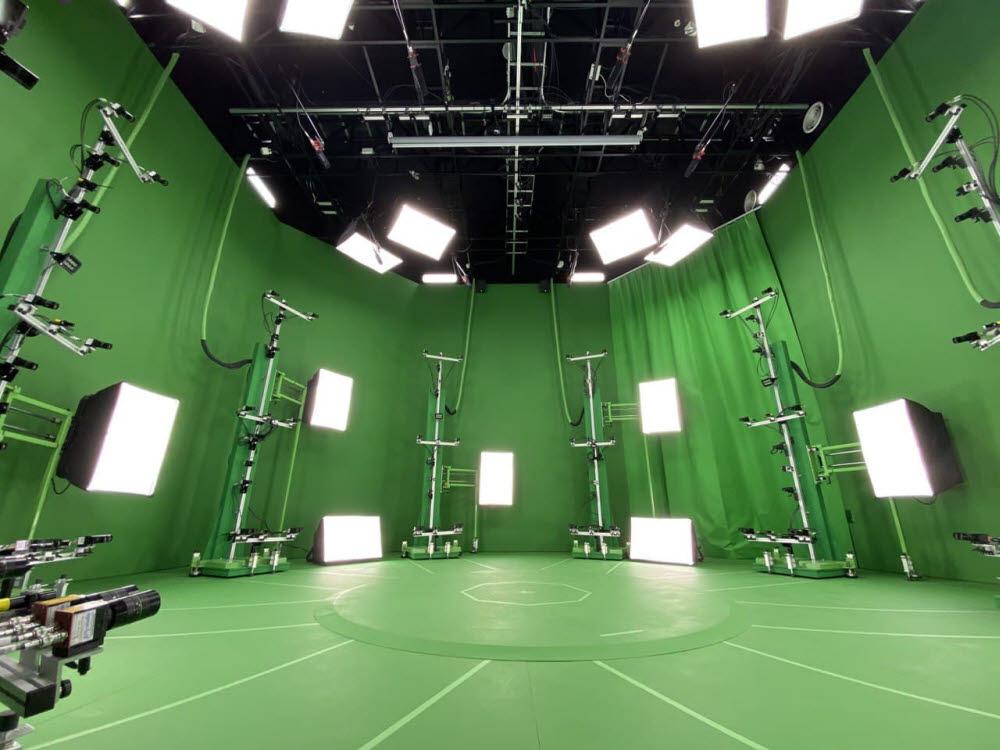 53대 4K 화질 RGB카메라와 53대 열화상(IR)카메라가 설치된 SK텔레콤 점프스튜디오.