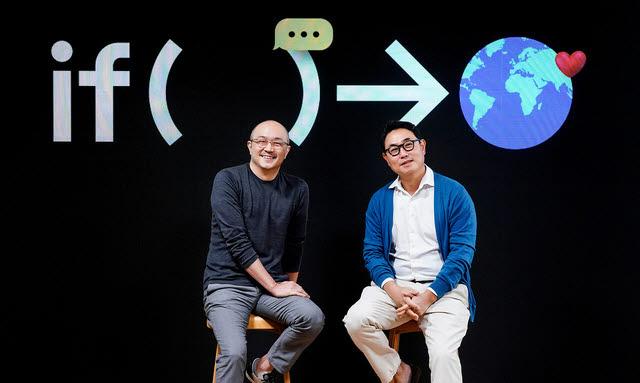 카카오는 국민메신저 카카오톡을 기반으로 다양한 커머스 서비스를 운영한다. 여민수(오른쪽), 조수용 공동대표가 온라인 기자간담회에서 사업 전략을 소개하고 있다.