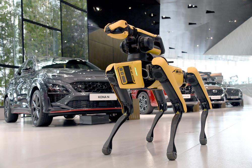 현대차그룹, 공장 보안에 '로봇 개' 투입한다