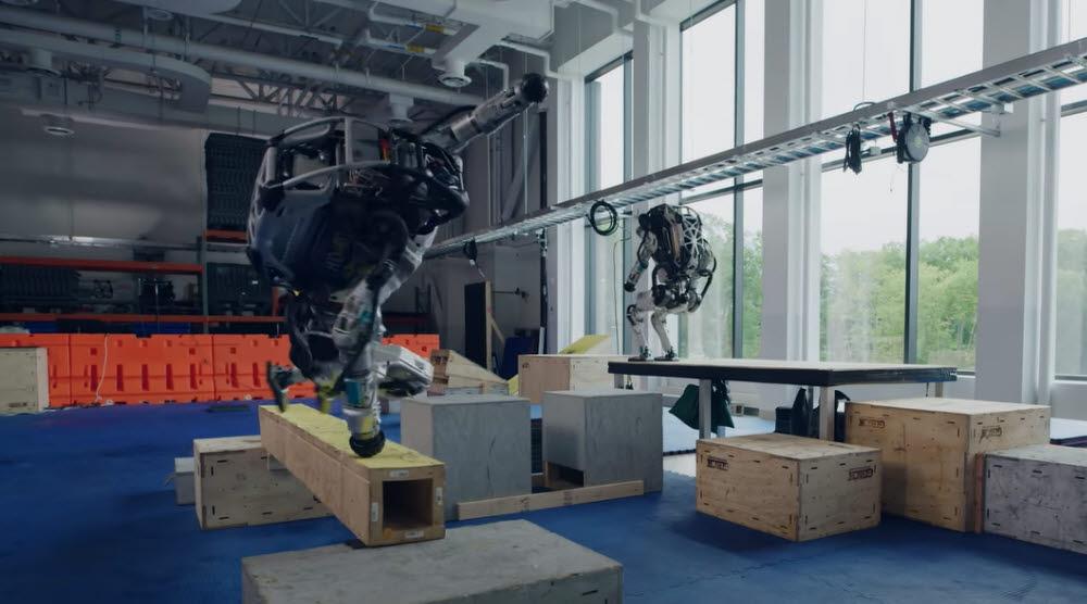 휴머노이드 로봇 아틀라스 (출처:보스턴 다이내믹스 유튜브)