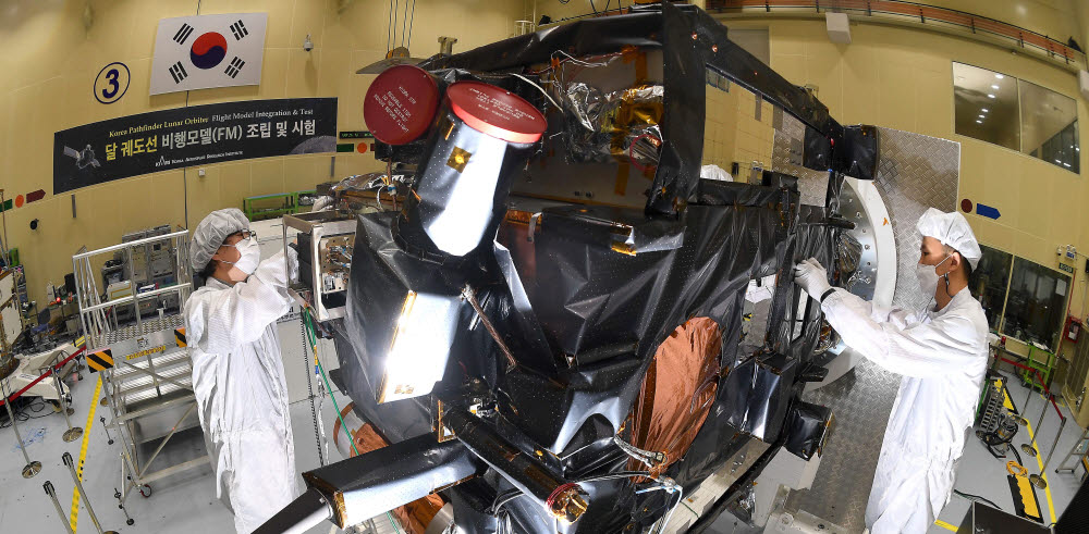 우주 탐사 첨병 '달 궤도선' 순조롭게 착착