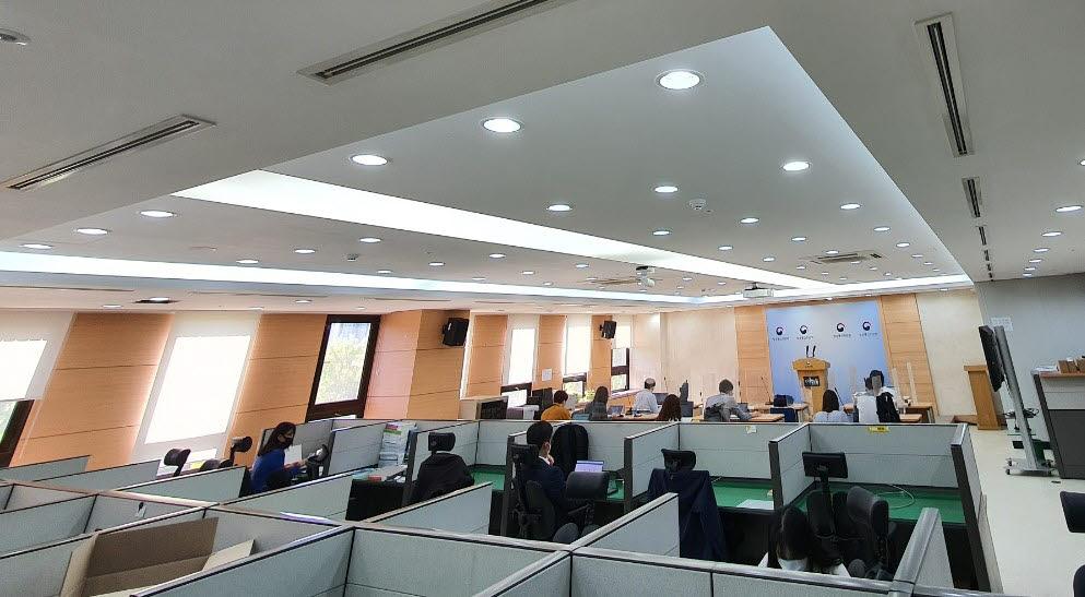 [기자의 일상]새 단장한 방통위 브리핑룸