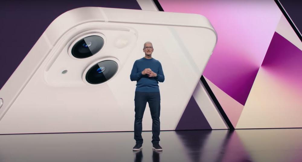 팀쿡 애플 CEO가 아이폰13 시리즈를 소개했다.