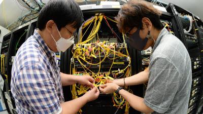 {htmlspecialchars(안전하고 효율적으로 정보 전달...ETRI, '데이터 중심' 네트워킹 기반 기술 개발)}