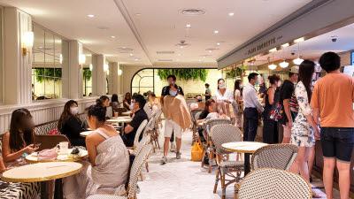 {htmlspecialchars(SPC그룹, 싱가포르 파리바게뜨 플래그십 매장 오픈...
