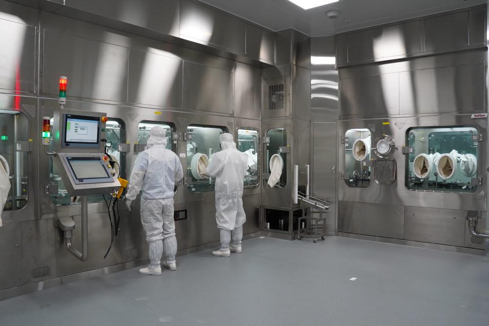 완제의약품시설 시연 모습. 사진출처=오송첨단의료산업진흥재단