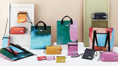 현대백화점, 현수막 재활용한 '업사이클 패션 가방' 선봬