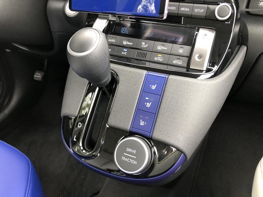 현대차 캐스퍼 변속기와 주행 모드 버튼. / 정치연 기자