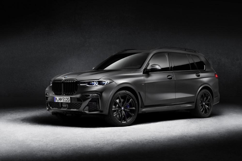 BMW X7 M50i 프로즌 블랙.