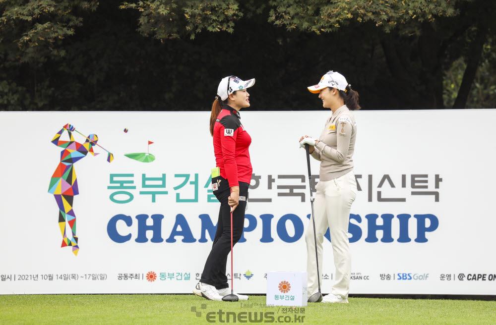 [포토]지한솔-오지현, 둘이서 정답게 대화해요