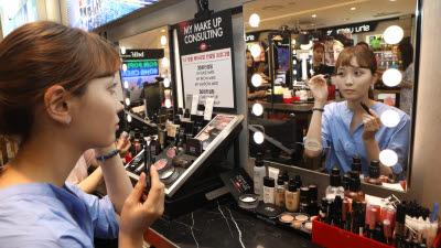 화장품 제조원 자율표기 공방...국감 이후 법안 통과 '예의주시'