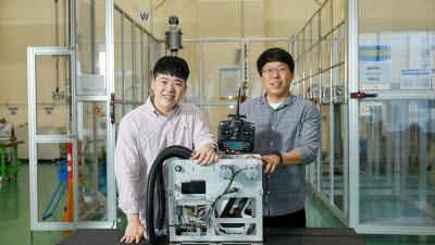 '위험 작업은 로봇에' 삼성디스플레이, 천장 레일 청소 자체 개발 로봇 투입